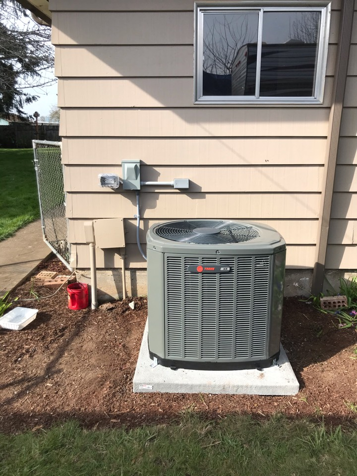 Lebanon, OR - Trane gas furnace and air conditioner installation.