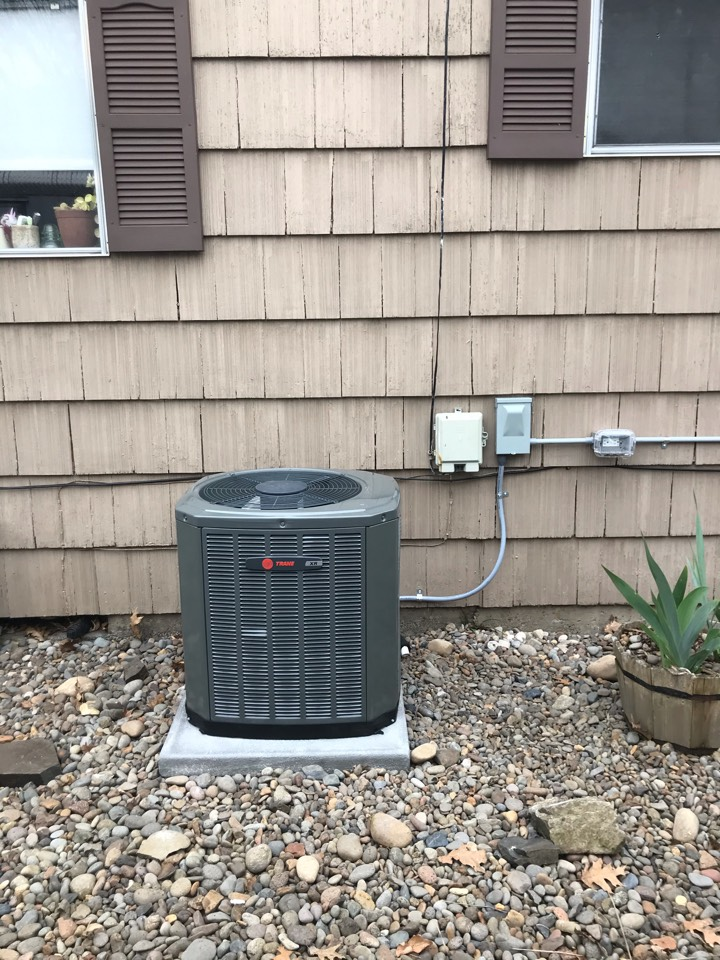 Albany, OR - Trane gas furnace and air conditioner installation.