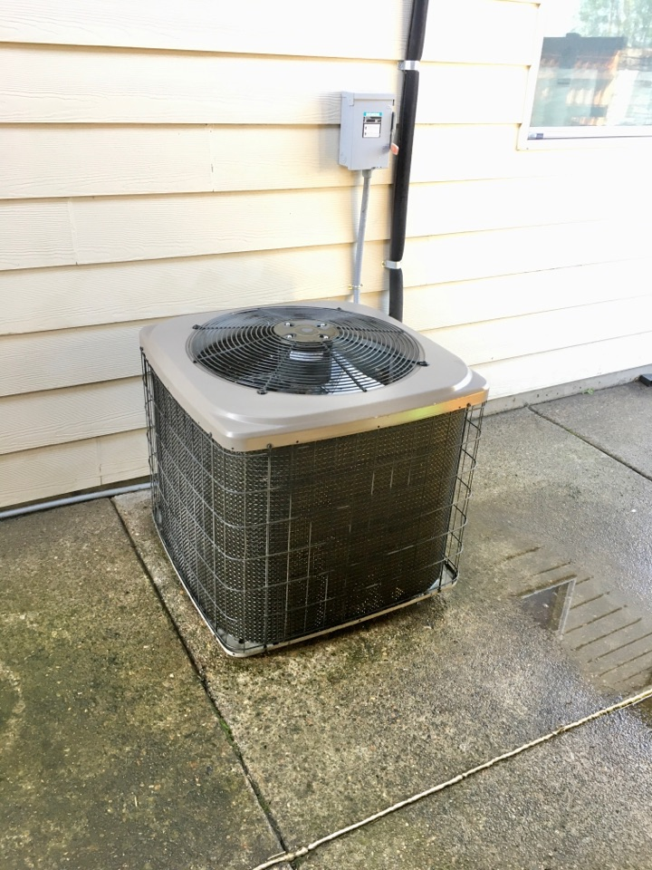 Tangent, OR - Performing a maintenance service call. Tune up on a Bryant gas furnace and Air Conditioner.