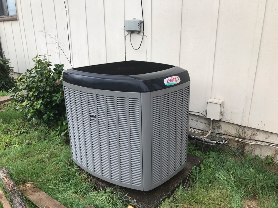 Sweet Home, OR - Maintenance on a Lennox heat pump system