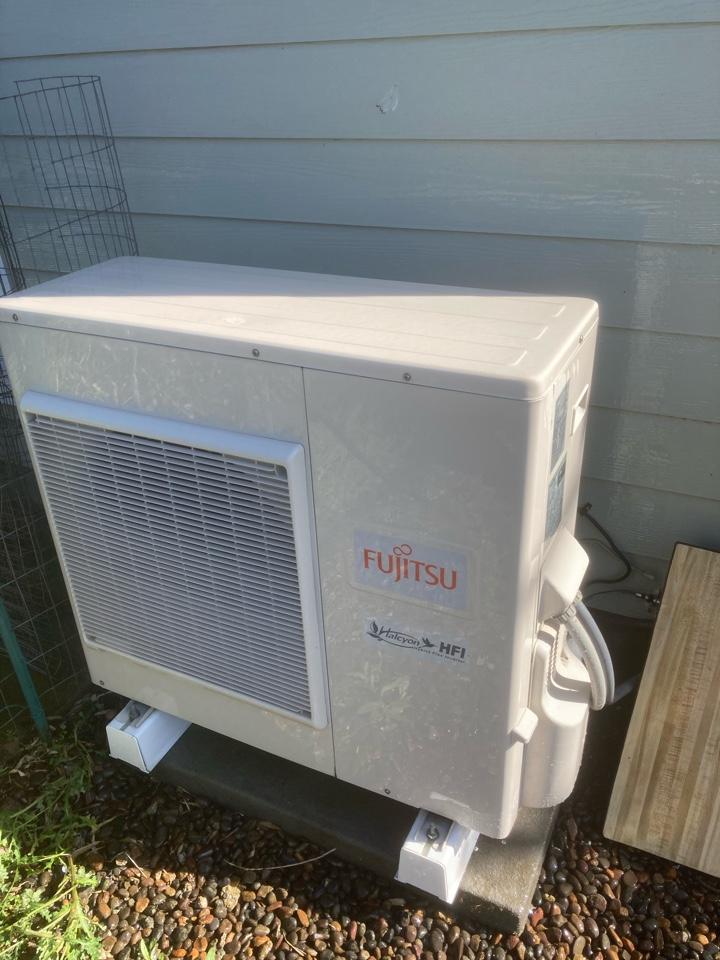 Harrisburg, OR - Fujitsu ductless heat pump maintenance tuneup