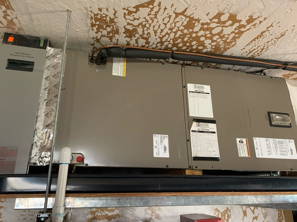 Monmouth, OR - Carrier Heat Pump System maintenance