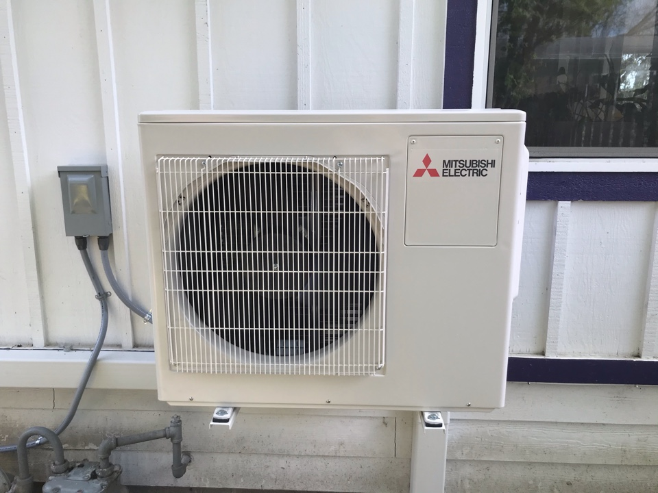 Tangent, OR - Mitsubishi ductless system with 2 indoor head installation.