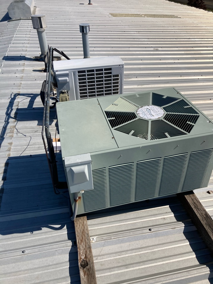 Tangent, OR - Commercial Diagnostic and repair on Ruud Air conditioner system.