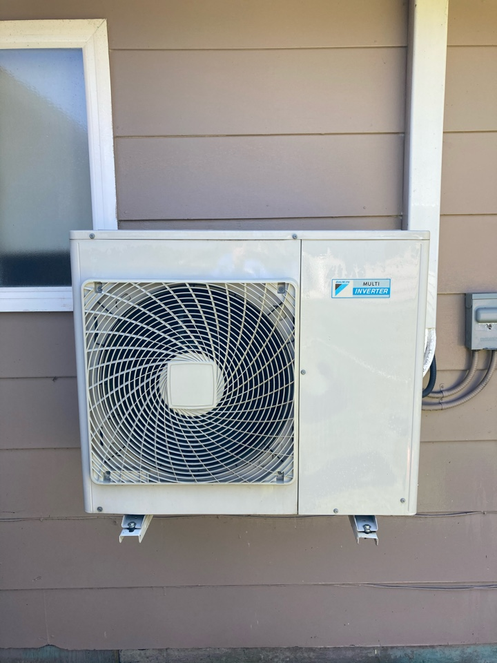 Albany, OR - Maintenance on Daikin 3 head ductless heat pump system.