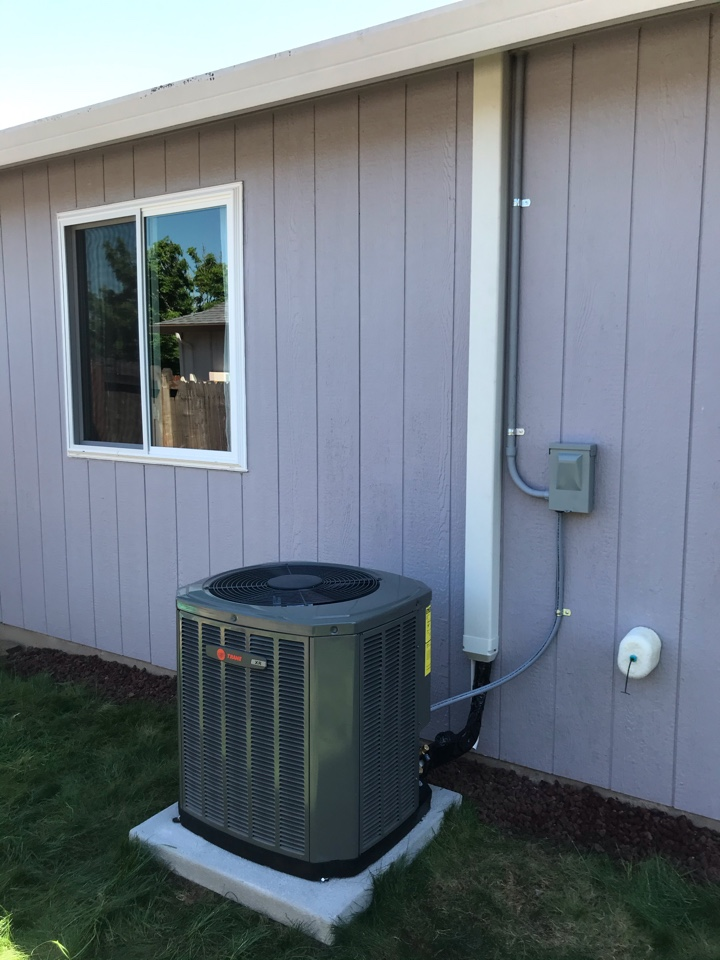 Tangent, OR - Trane gas furnace and air conditioner installation.