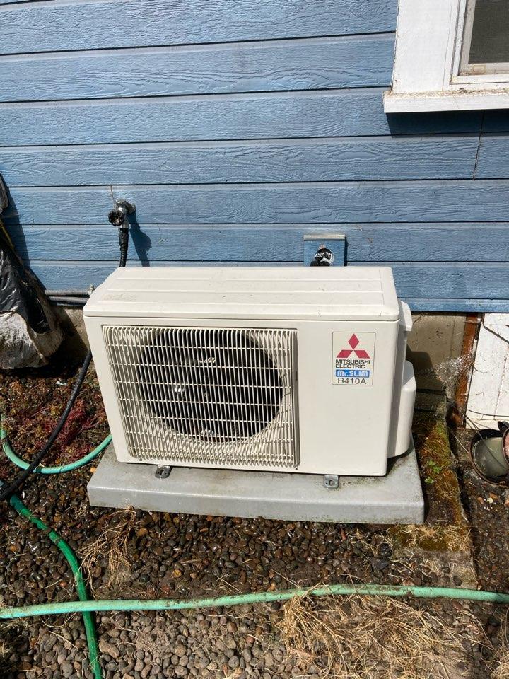 Tangent, OR - Mitsubishi ductless heat pump maintenance tuneup