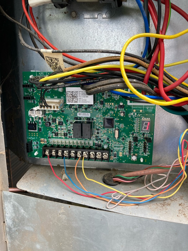 Brownsville, OR - Control board replacement on Lennox Heat pump system.