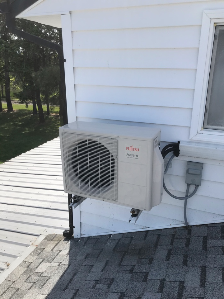 Monmouth, OR - Maintenance on a Fujitsu ductless heat pump system