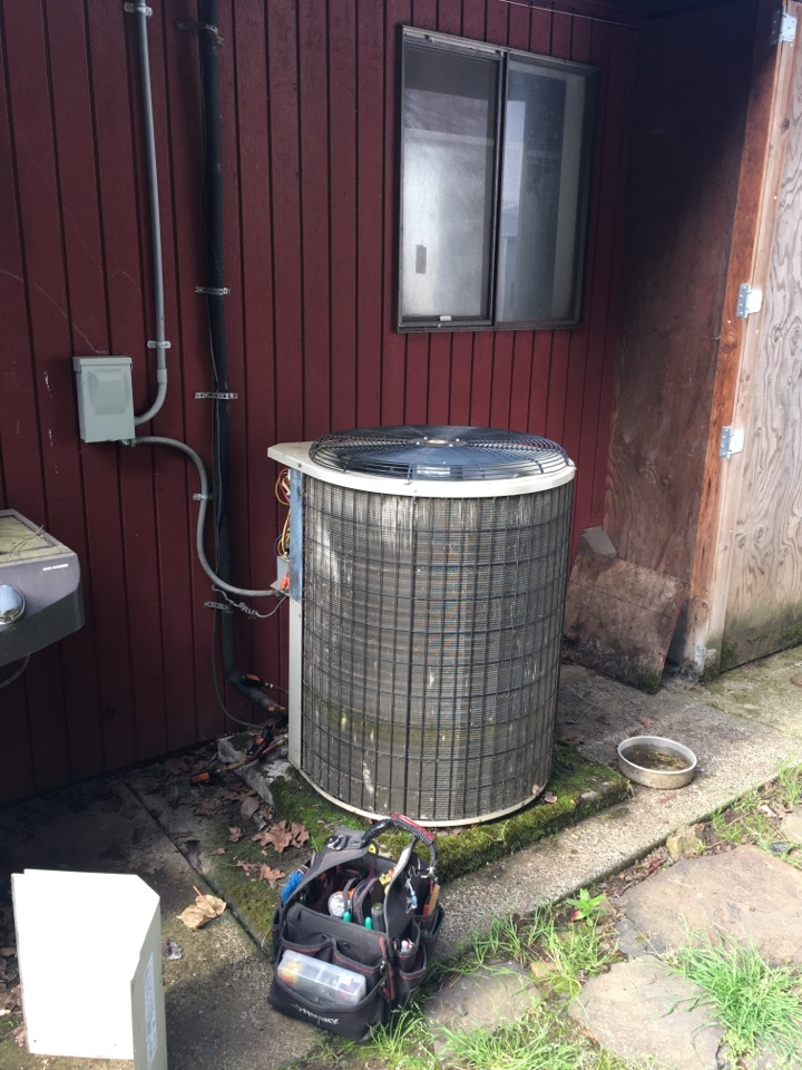 Brownsville, OR - Diagnostics and repair on a Payne heat pump.