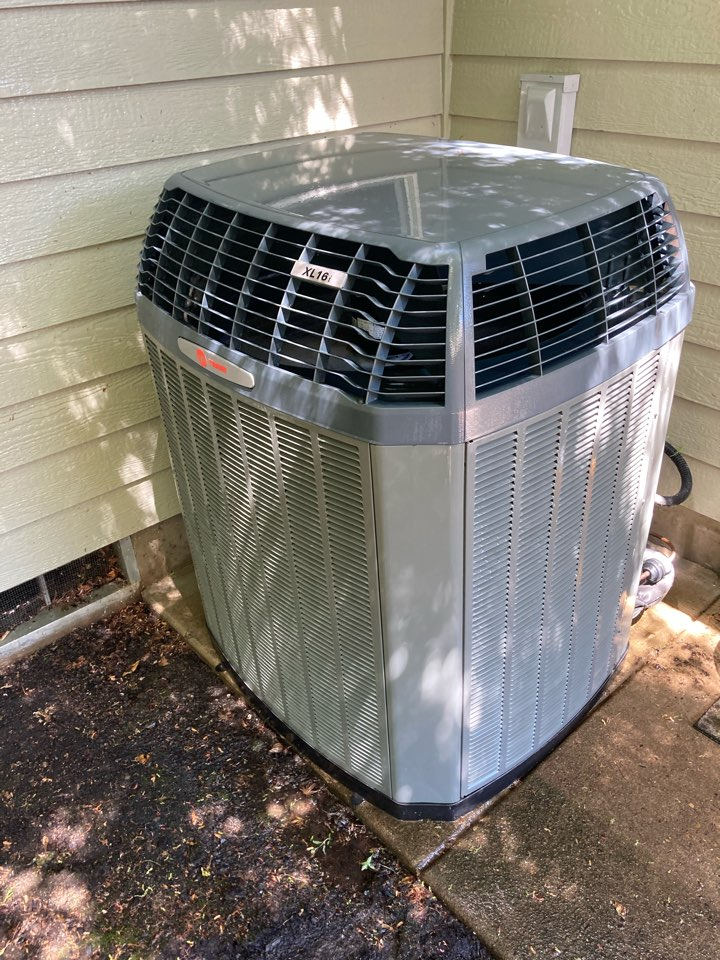 Springfield, OR - Trane air conditioner maintenance tuneup