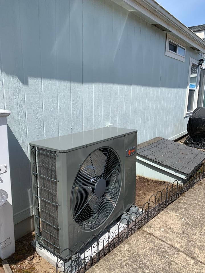 Harrisburg, OR - New Trane heat pump installed