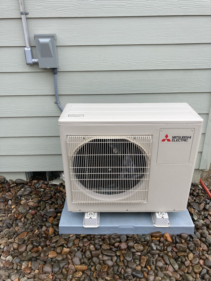 Monmouth, OR - Mitsubishi ductless heat pump maintenance tuneup
