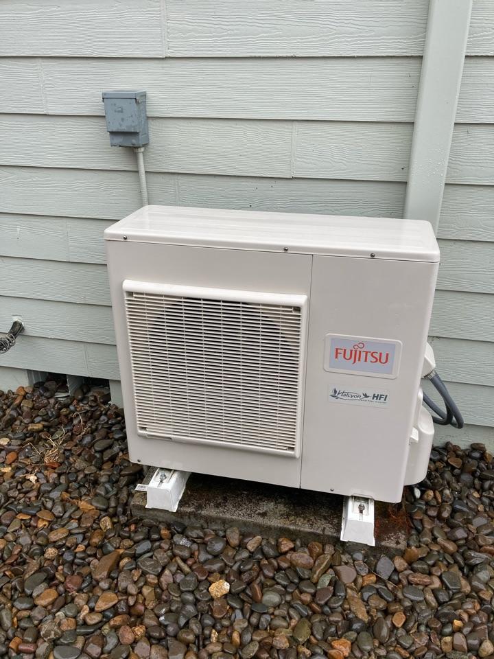 Monmouth, OR - Fujitsu ductless heat pump maintenance tuneup