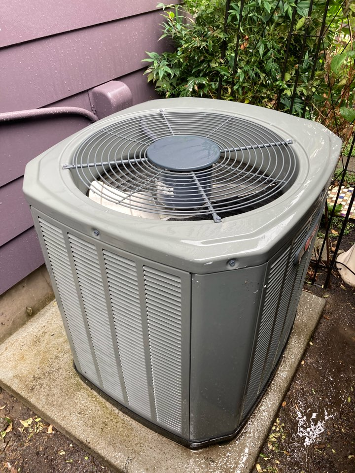 Monmouth, OR - Trane air conditioner maintenance tuneup