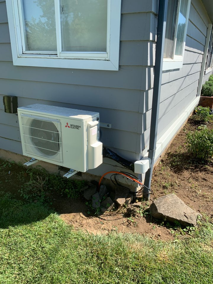 Lebanon, OR - New Ductless Heat Pump installed