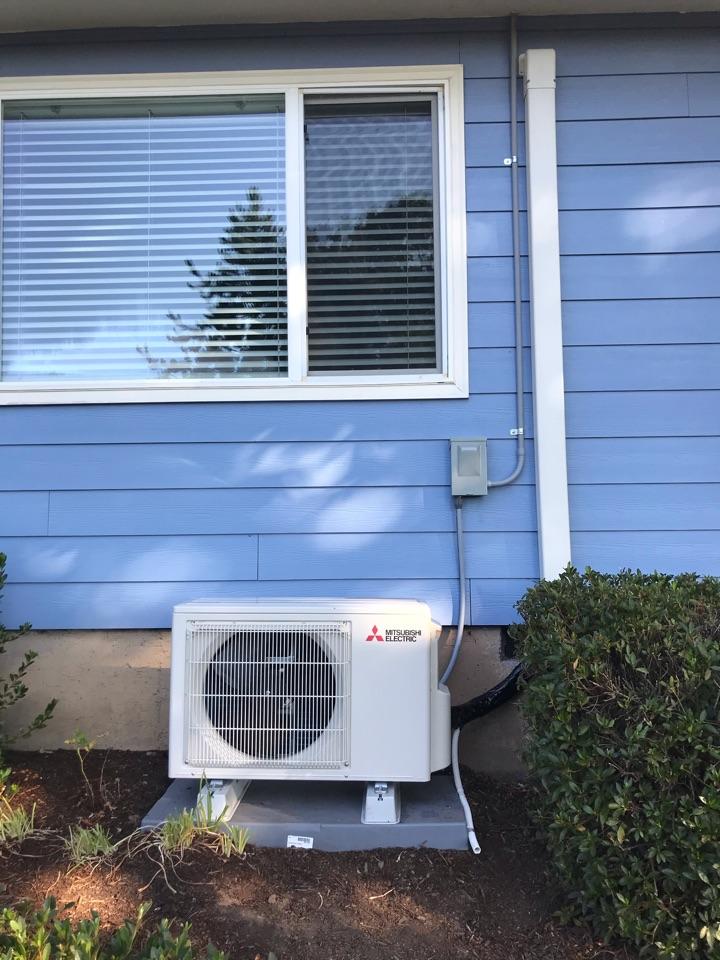 Corvallis, OR - Mitsubishi ductless heat pump system, with 4 indoor heads, installation.