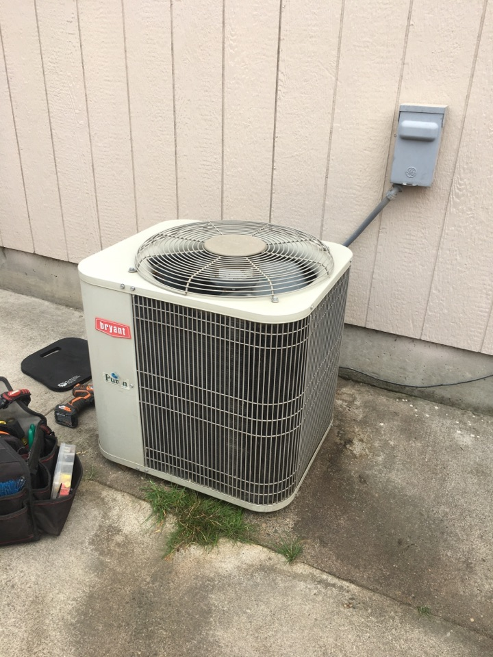 Tangent, OR - Diagnostics and repair on a Bryant air conditioner. AC