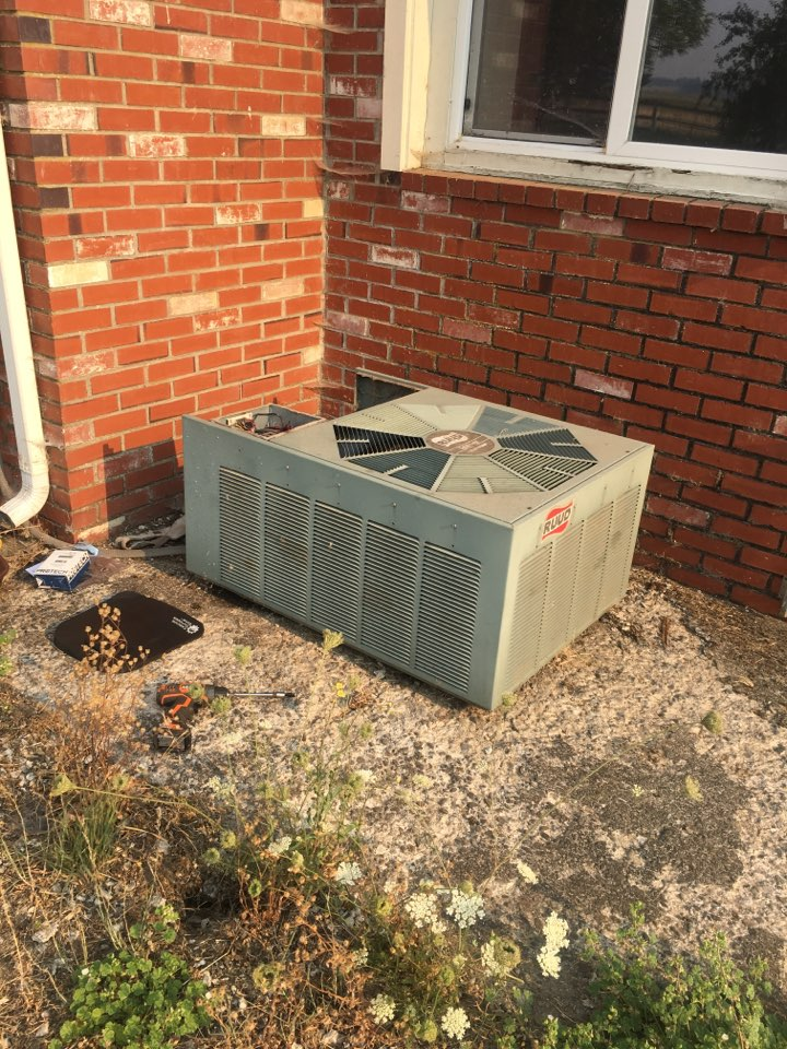 Shedd, OR - Diagnostics and repair on a Rheem heat pump system. Heating and cooling.