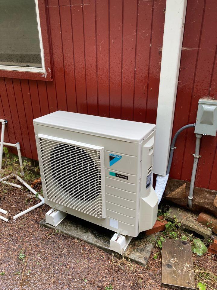 Blodgett, OR - Daikin ductless heat pump maintenance tuneup