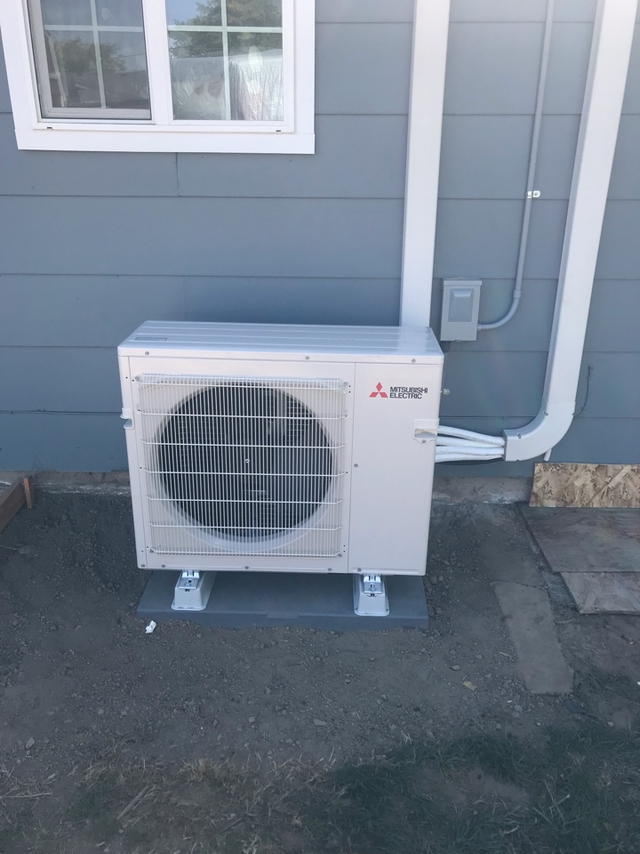 Philomath, OR - Mitsubishi ductless heat pump system installation.