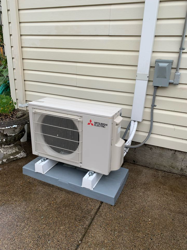 Albany, OR - Performing a maintenance service call. Tune up on a Mitsubishi ductless heat pump. Heating and cooling.