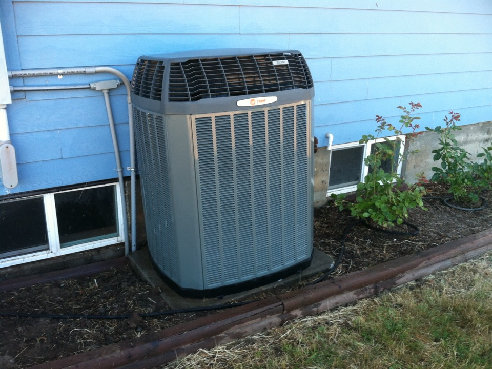 Toledo, OR - Performing a maintenance service call. Heating tune up on a Trane Heat Pump.