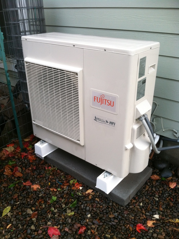 Veneta, OR - Performing a maintenance service call. Heating tune up on a Fujitsu Ductless Heat Pump.