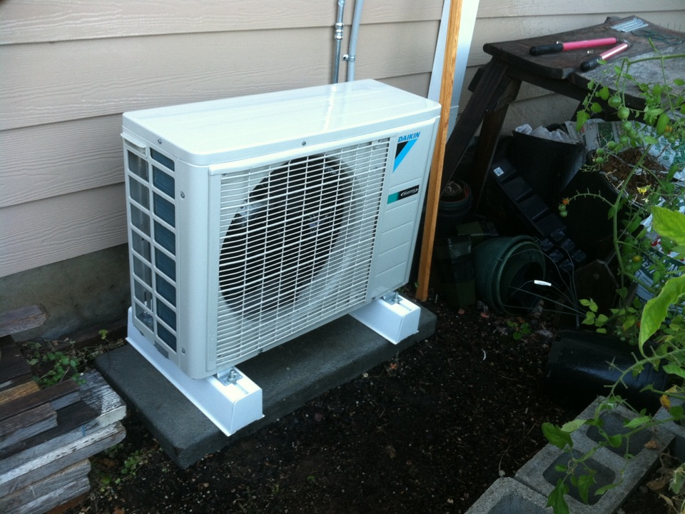 Waldport, OR - Performing a maintenance service call. Heating tune up on a Daikin Ductless Heat Pump.