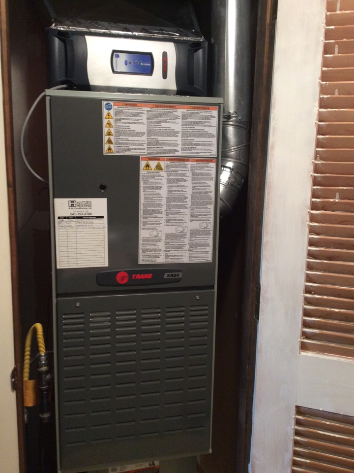 Keizer, OR - Trane gas furnace with air conditioner heating and cooling system: Clean Effects Maintenance