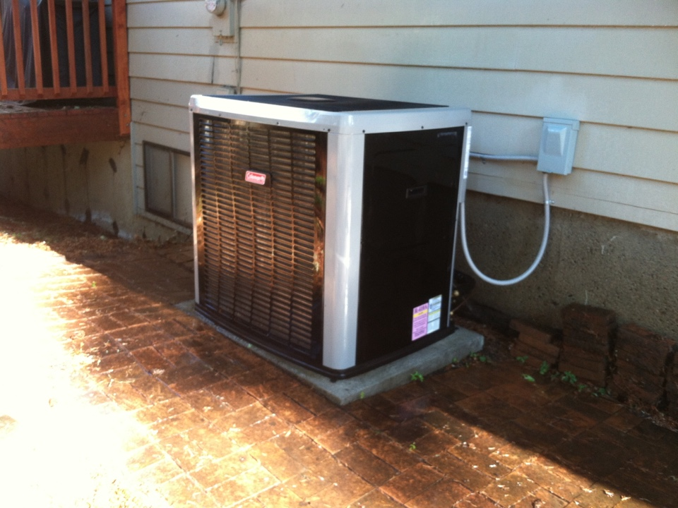 Blodgett, OR - Performing a maintenance service call. Heating tune up on a Coleman Heat Pump and Air Handler.