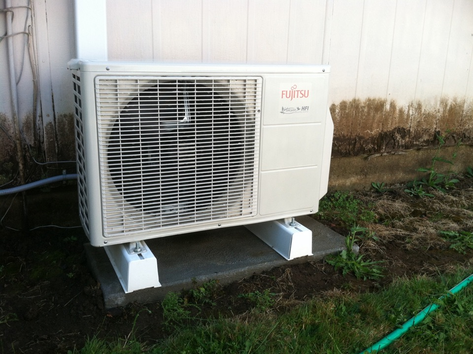 Harrisburg, OR - Performing a maintenance service call. Cooling tune up on a Fujitsu Ductless Heat Pump.