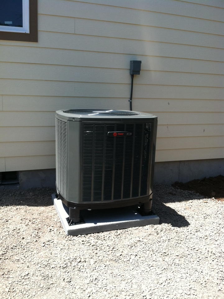 Harrisburg, OR - Installed heat pump in new home.