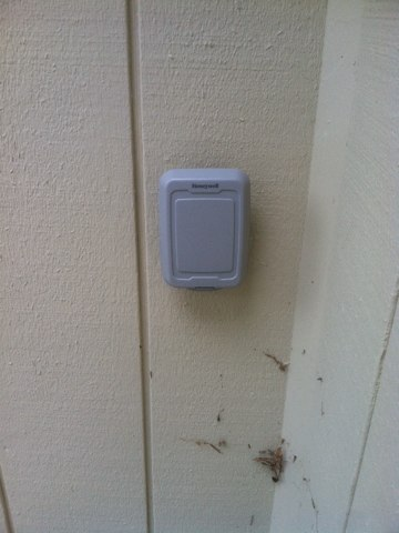Blodgett, OR - Honeywell outdoor temperature sensor installation.