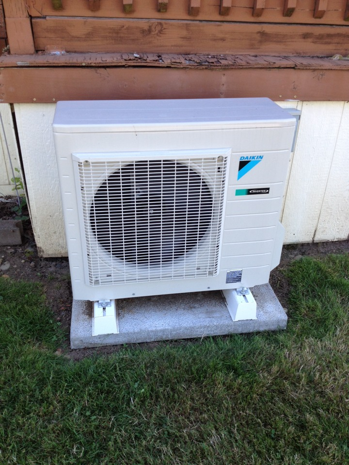 Aumsville, OR - Service call on a Daikin ductless heat pump. Replace main PCB.