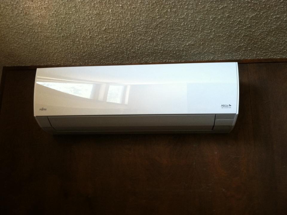 Veneta, OR - Fujitsu ductless heat pump indoor head installation.