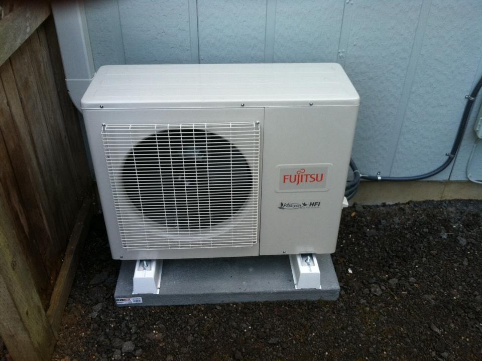 Veneta, OR - Fujitsu multi zone ductless heat pump installation.