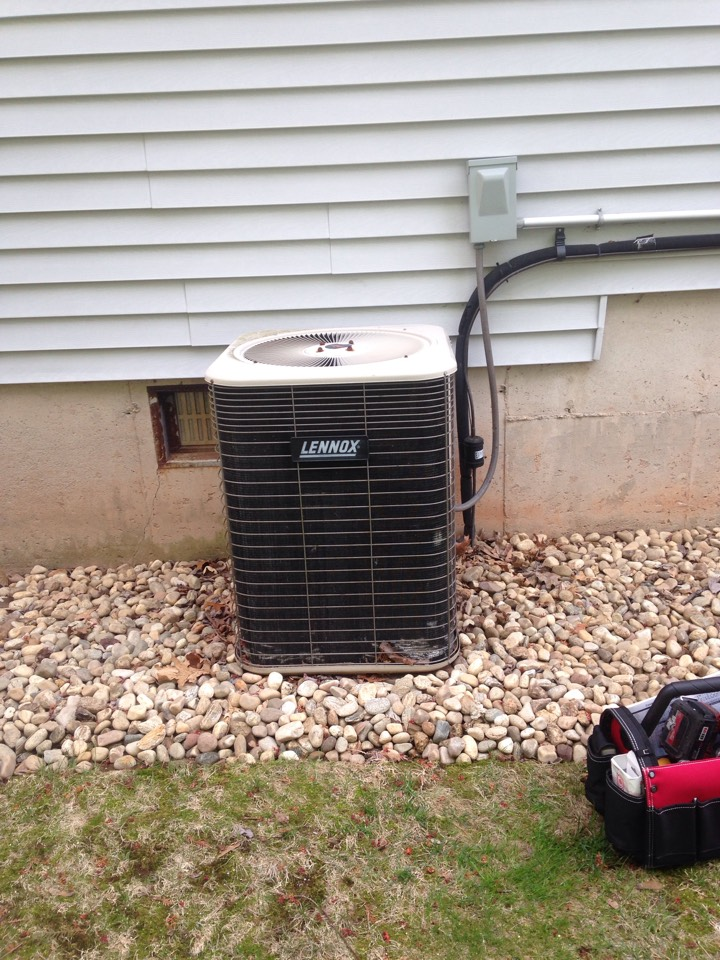 Bristol, CT - Preventative maintenance on a Lennox Lenox split air conditioning system compressor check refrigerant freon 410a condenser air handler tune-up cleaning