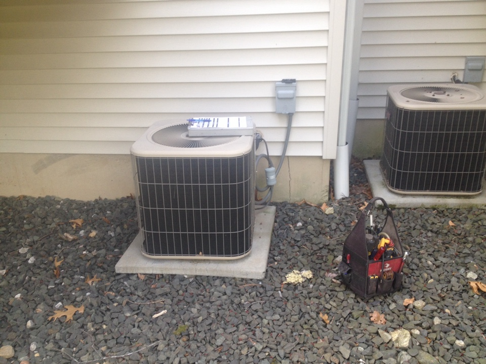 Canton, CT - Cleaning a Lennox a/c system 10acc-036