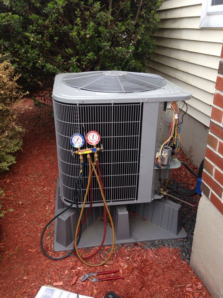 Southington, CT - Annual preventative maintenance on a carrier heat pump checking refrigerant pressures cleaning coils check temperatures electrical connections contactors and capacitors
