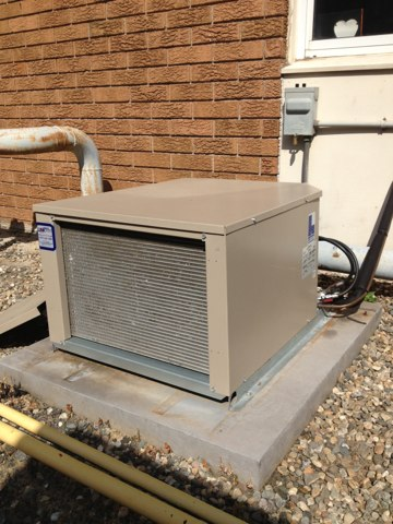 Windsor, CT - Repair on walk in freezer. Found bad thermostat. Installed new Johnson controls thermostat, rewired an check refrigeration operations.