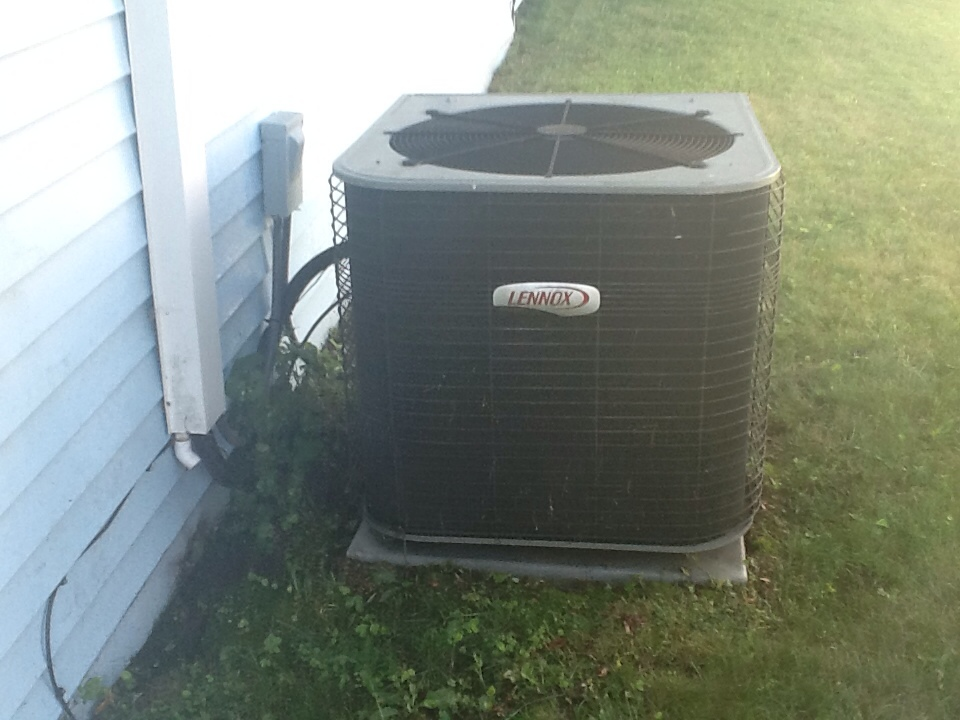 Plainville, CT - Servicing a Lennox a/c system