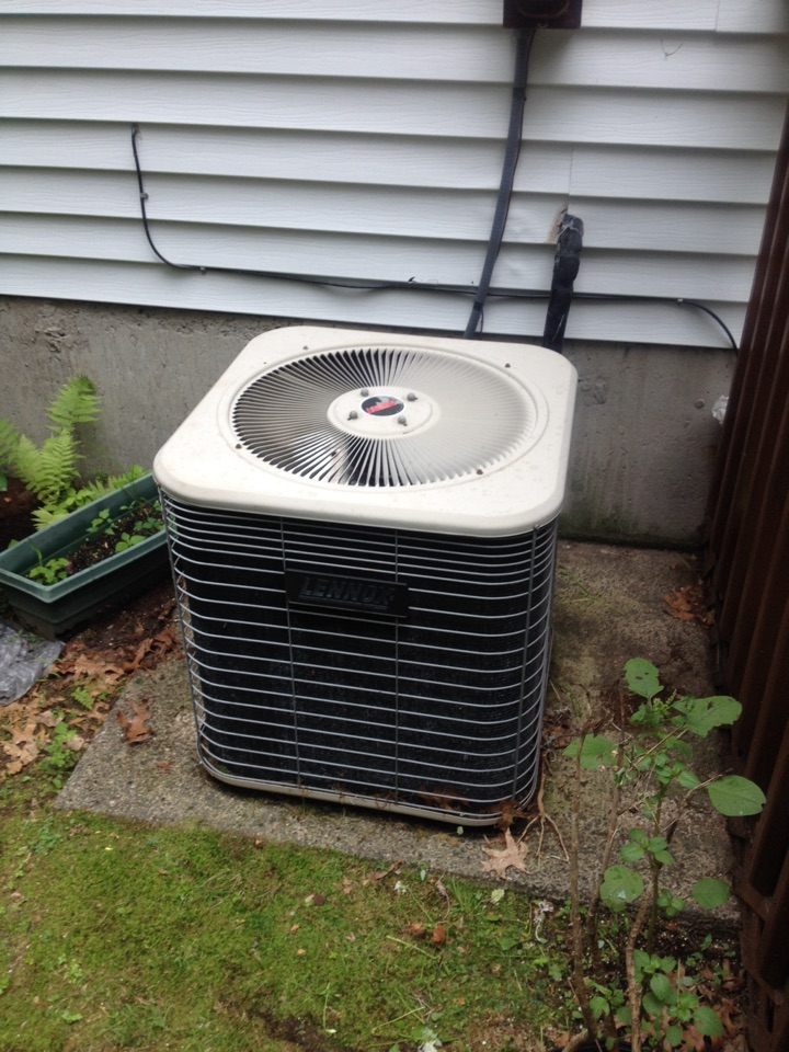 Plainville, CT - AC maintenance on Lennox split system.