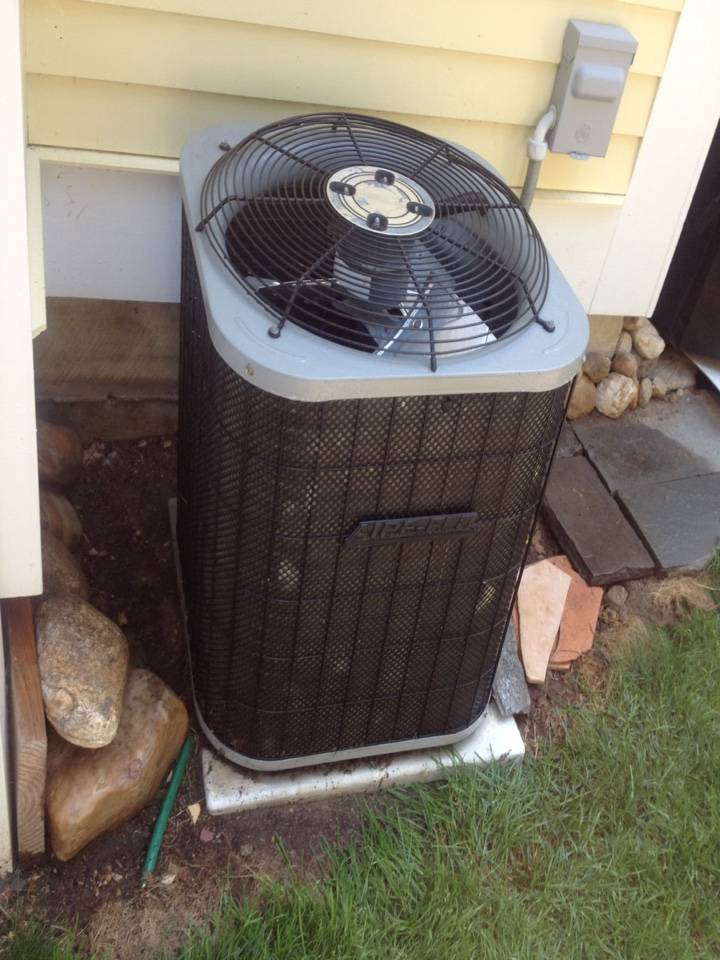 Canton, CT - Preventitive maintenance on two Aire-flo AC split systems.