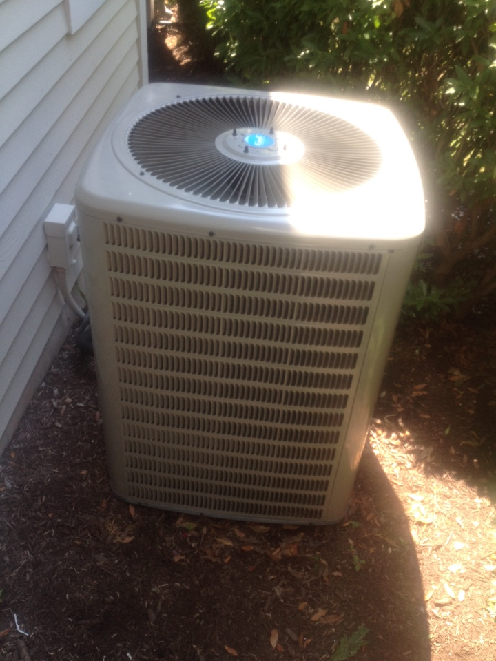 Cromwell, CT - Performance tune up on AC split system.