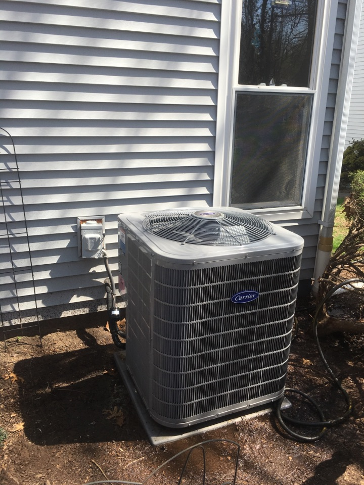 Cromwell, CT - Servicing a Carrier a/c system