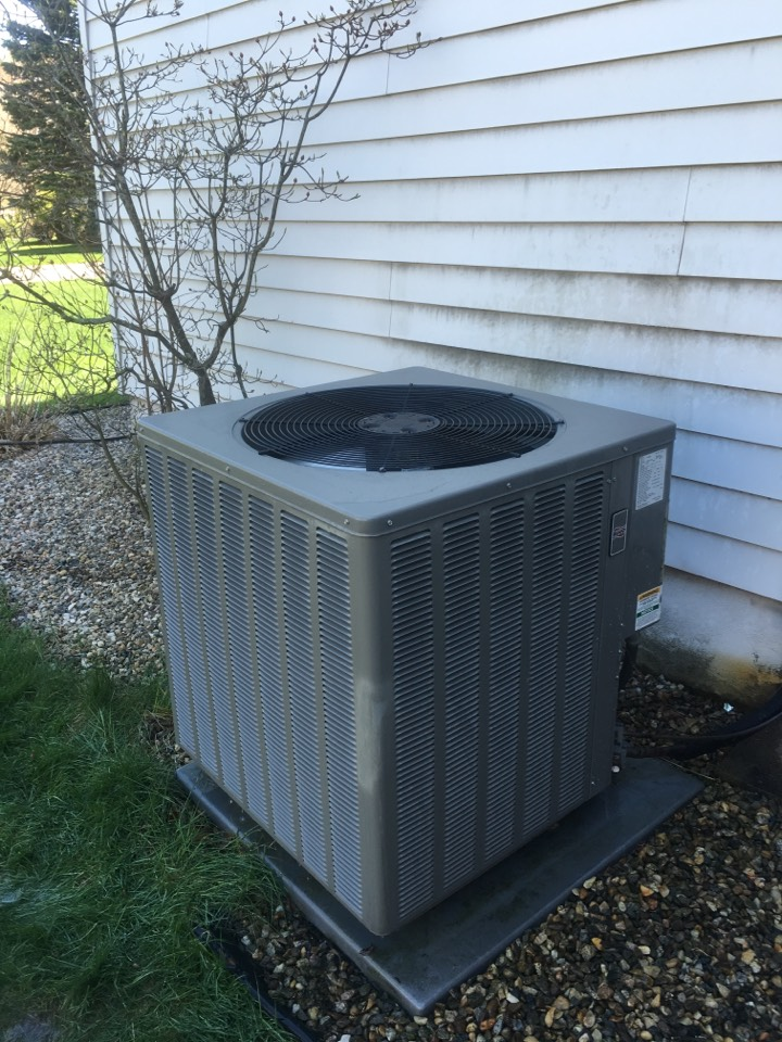 Wethersfield, CT - Servicing a RUDD a/c system