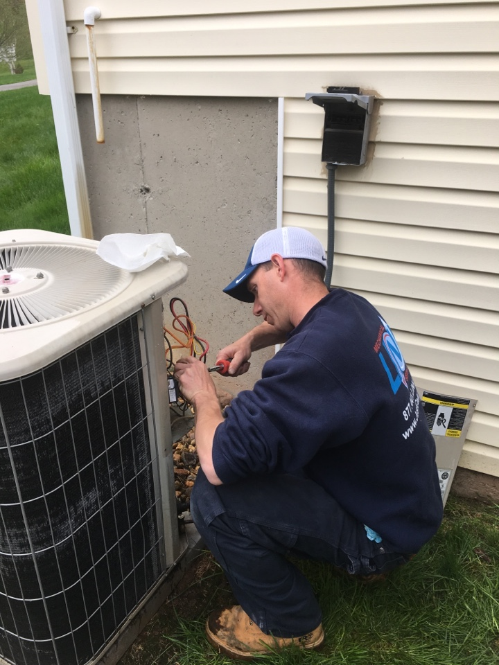 Middletown, CT - Servicing a Lennox a/c system and replacing a defective contractor