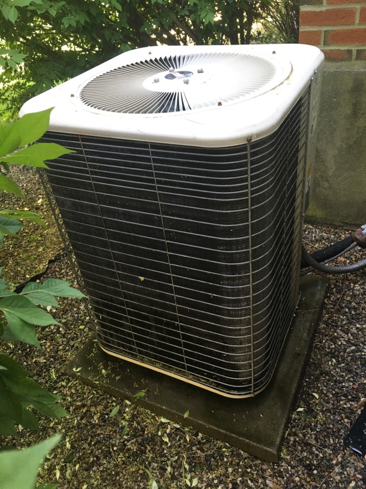Rocky Hill, CT - Performance tune up on Lennox central air system.