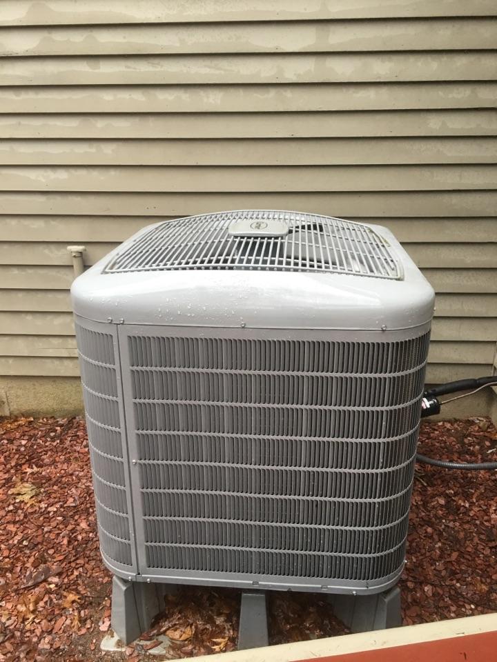 Avon, CT - Ac maintenance on Carrier heat pump.